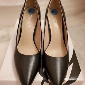 🔥👑🔥 EUC Nine West Black Heels